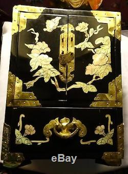 ANTIQUE 20C CHINESE WOOD LACQUERED mother of pearl INLAY JEWELRY BOX