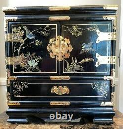 BEAUTIFUL & RARE HANDCRAFTED ANTIQUE CHINESE JEWELRY CHEST. Black lacquer