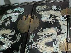 Dragon Chinese Black Lacquer Mother Of Pearl Inlaid Jewelry Ring Chest