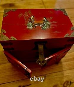 Japanese Lacquer Jewelry Box Viuntage Hand Carved Figures Large Beautiful Cond