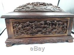 Large antique Chinese Canton carved wooden jewellery box 19 th war battle scene