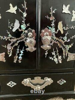 RARE Beautiful Vintage Mother Of Pearl Inlay Asian Black Lacquer Jewelry Box