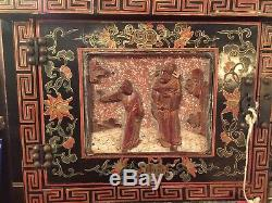 Vintage Chinese Ladies Vanity Jewelry Box Lacquered Wood Gold Gilt Floral